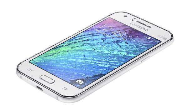 O Galaxy J1 é um dos celulares mais baratos da Samsung. (Foto: Divulgação)